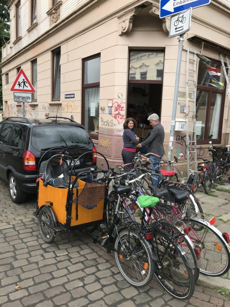 Fahrräder vor dem KörnerKlub