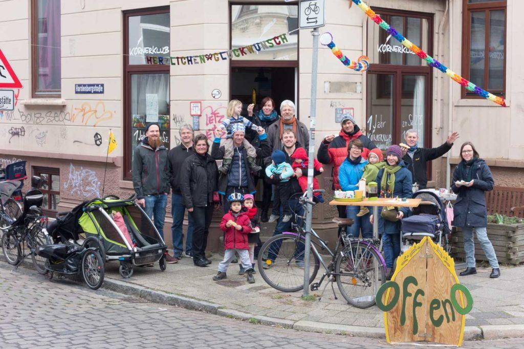 KörnerKlub-Geburtstagsfeier vor dem Laden am 2.März 2019
